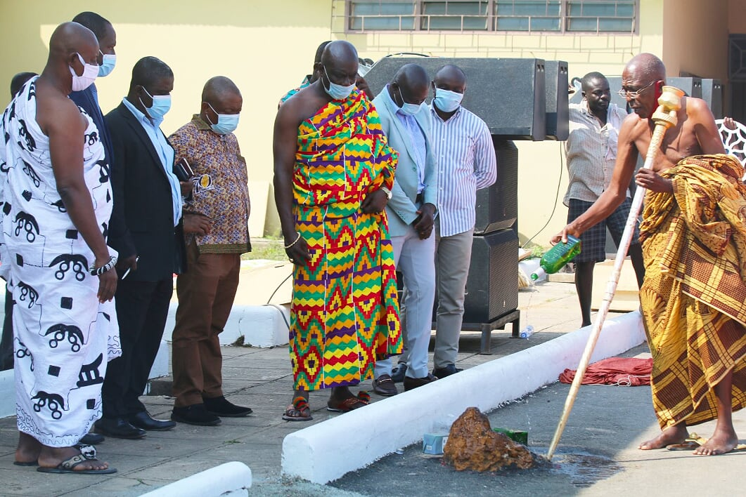COCOBOD EXECUTIVES MEET WITH THE WESTERN REGIONAL HOUSE OF CHIEFS AT TAKORADI